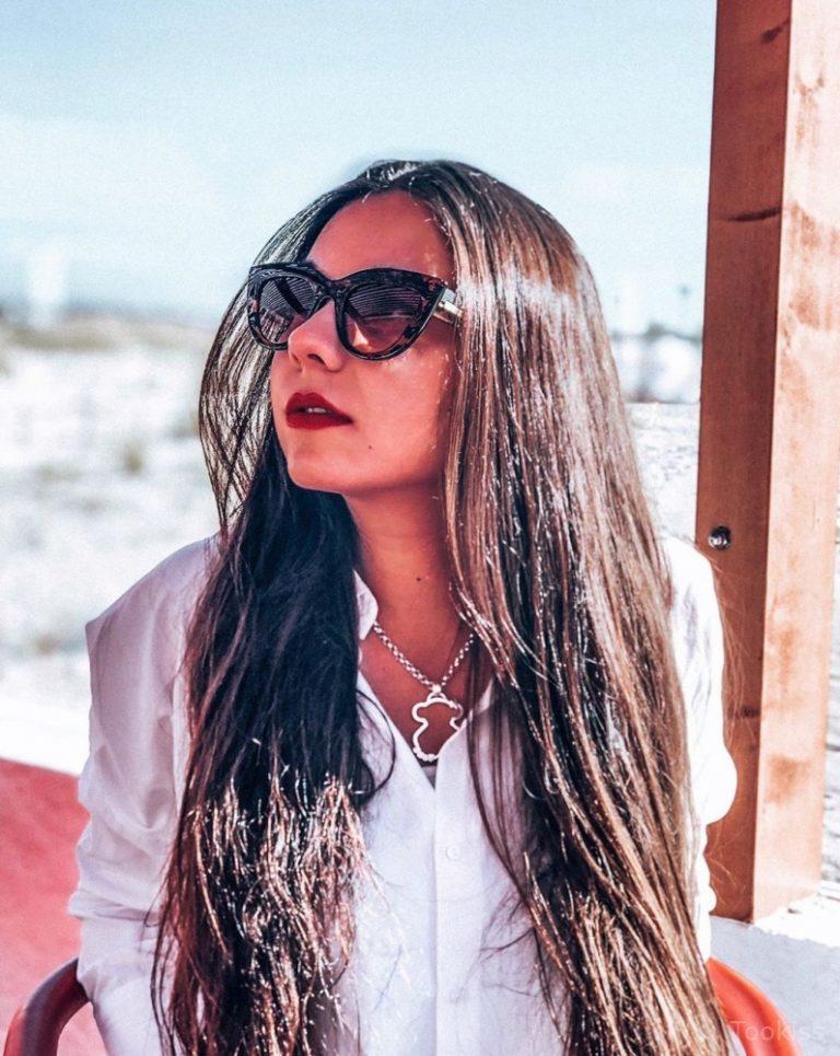 Donna_Ella – Webcam-Mädchen, das ihre haarige Möse fingert