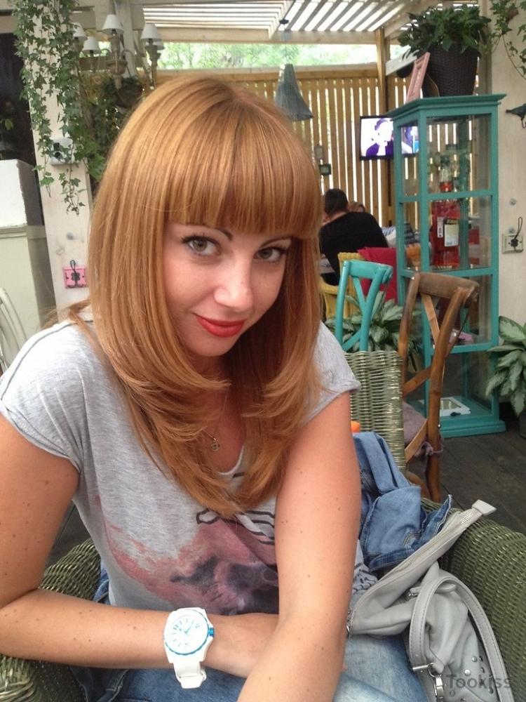 Glucks_barchiyy – Die rasierte britische Blondine benutzt einen Dildo für sich