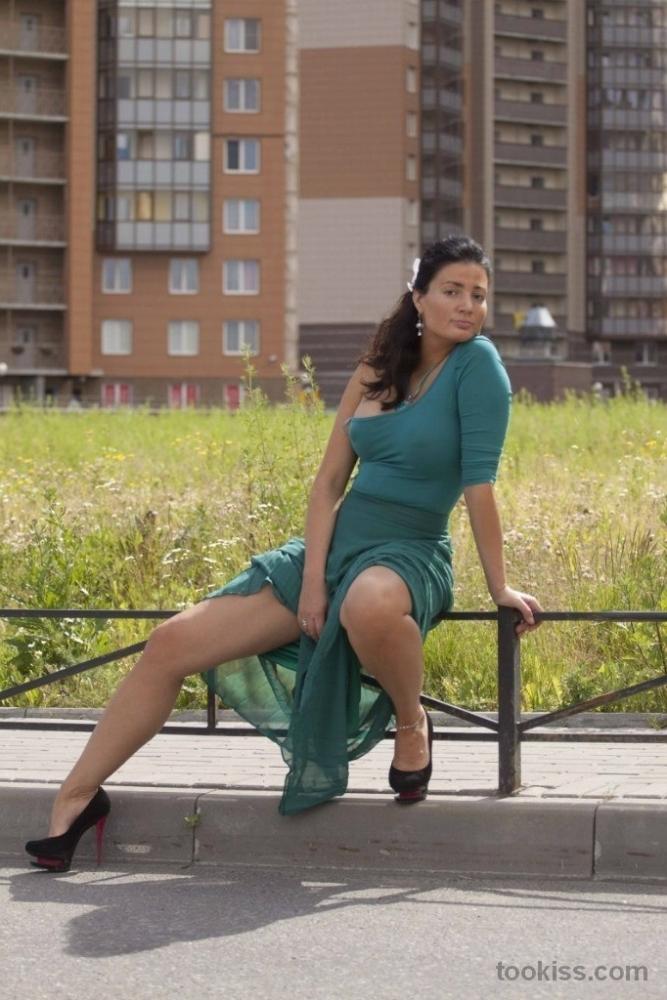 honey_jane – Die entzückende Tanya passt eine lange Stange in ihre Fotze