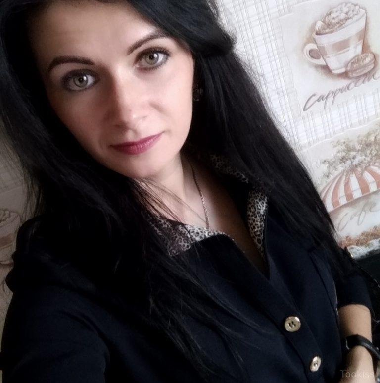 Ich_Ich – Mädchengesichtsbehandlung im Hotelzimmer