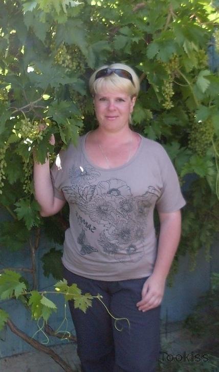 kumani – Schwänze werden von himmlisch blondem Scharlachrot gewichst