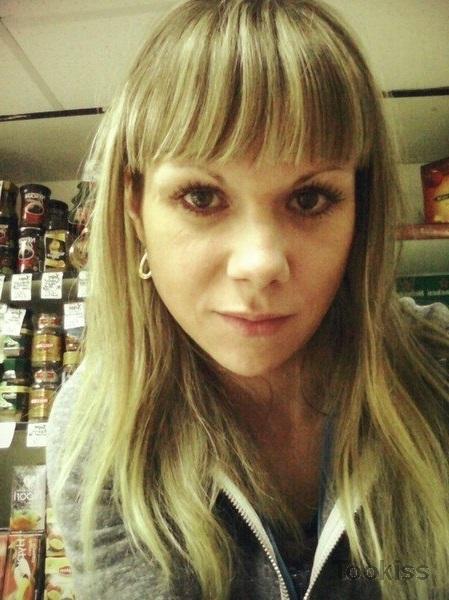 Luisa24 – Nackte Amateur schöne Teen vor der Webcam