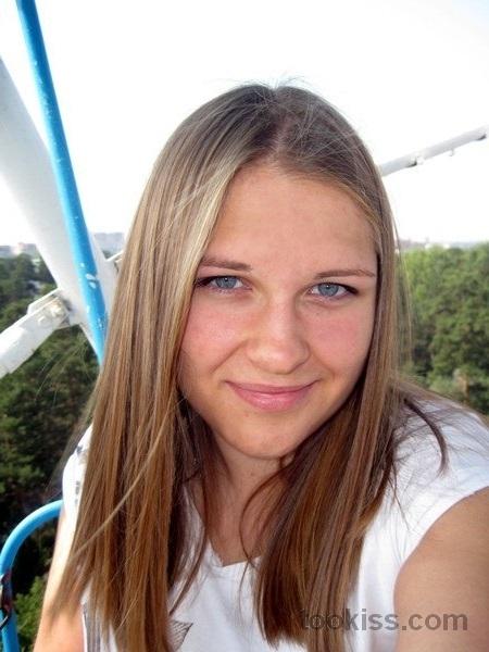 Ann_Christin – Geile Teens blasen fetten Schwanz