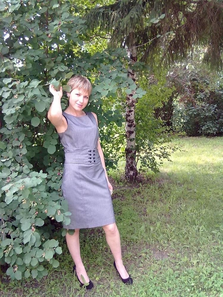 dellayne – Hot Lolly neckt im Freien
