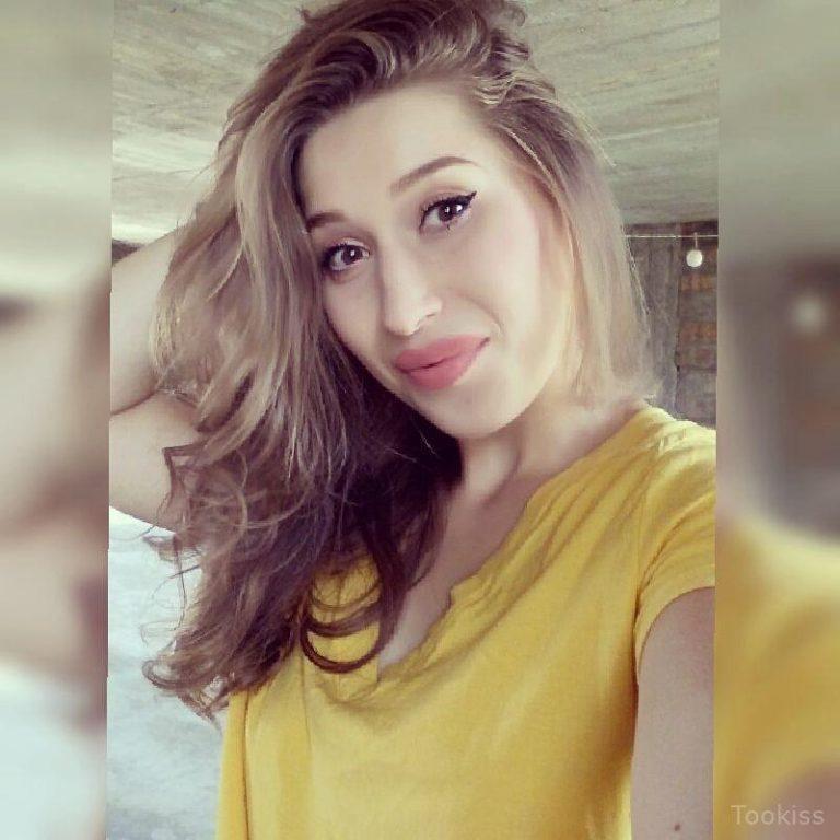Elena_hot – Hinreißende blonde Herbstbonks mit Stange