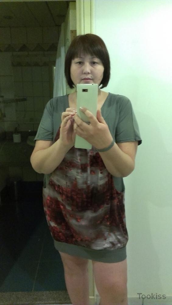 Kiawa – Asian Teen leckt und saugt Schwänze
