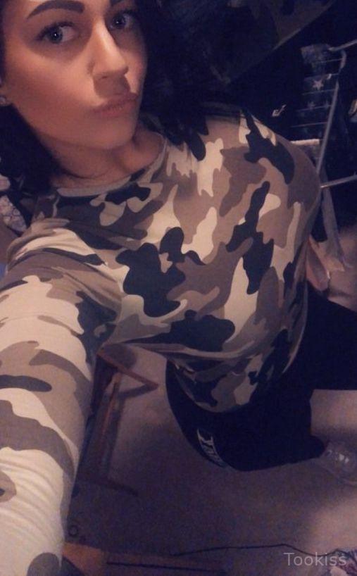 Mariechen_18 – Familiensexparty und Milf im sexy Rock, der ihren Weg hat