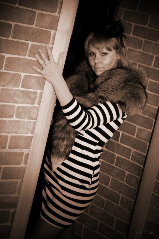 Nalina – Atemberaubende Stevie Foxx greift Fickstock mit Mund an