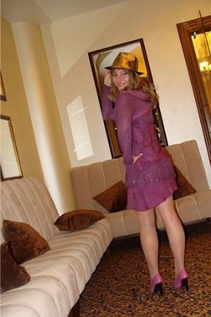 silky_ulla – Wonderful Stunner bekommt ihre schmale Möse voll warm52zuj