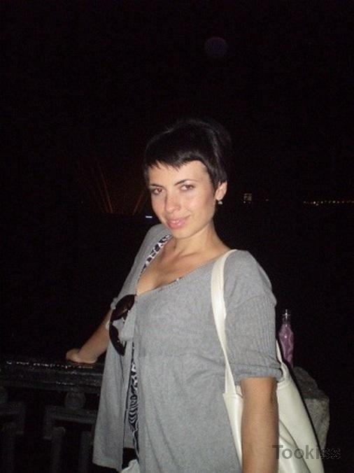 sonie_rose – BESUCH-X Zwei Schwestern lassen sich in FFM Dreier ficken