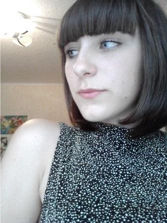 Melanieffg – Webcam Babe breitet sich aus und massiert ihre Fotze
