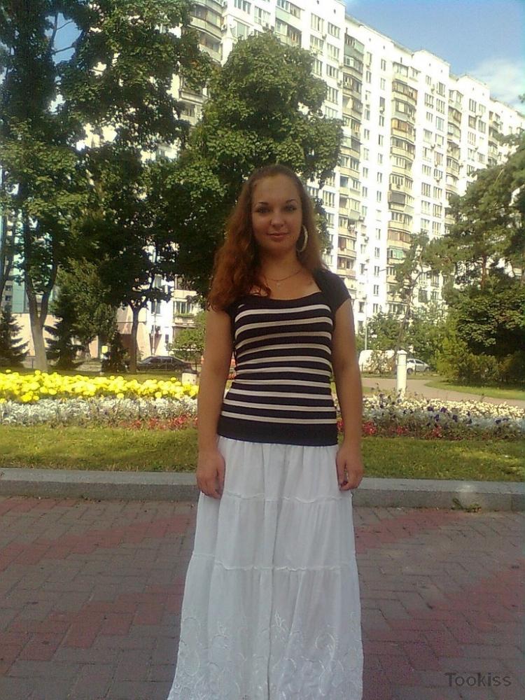Erika_r_ERIKA – Versaute Stiefmutter wird hart an einem Auto gefickt