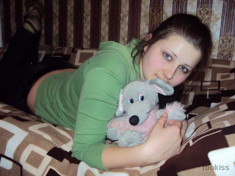 soofia – Erstklassige Emily wird in verschiedenen Posen gefickt