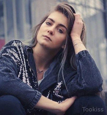 Eunike_sexy – Ein muskulöser Hengst bedeckte MILF Tuckers Arsch in JIZZ
