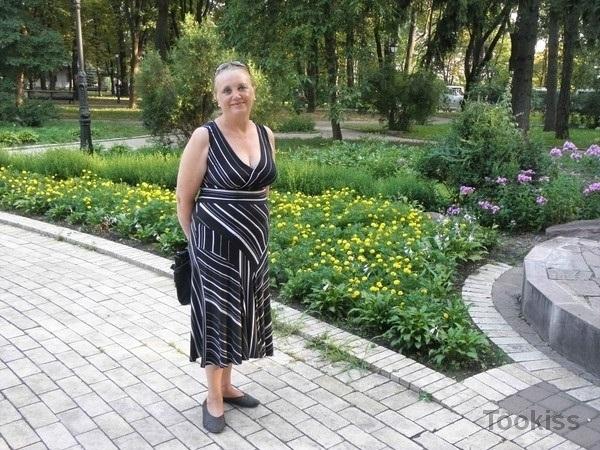 LiNNa64 – Teen fickt Stiefmutter cronyly Familienwettbewerb