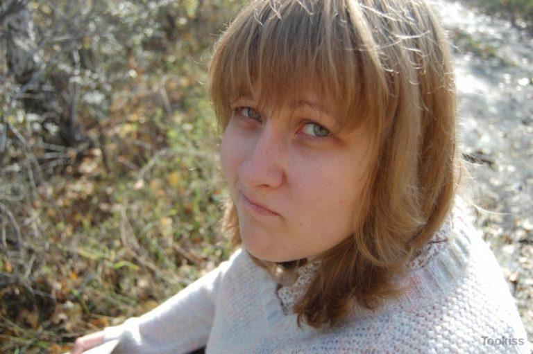 Thekla – Pfeifenverkostung für die großartige Brünette Sara Luvv