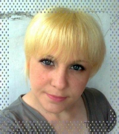 MariKKa – Solo Blondine in sexy schwarzen Strümpfen masturbiert
