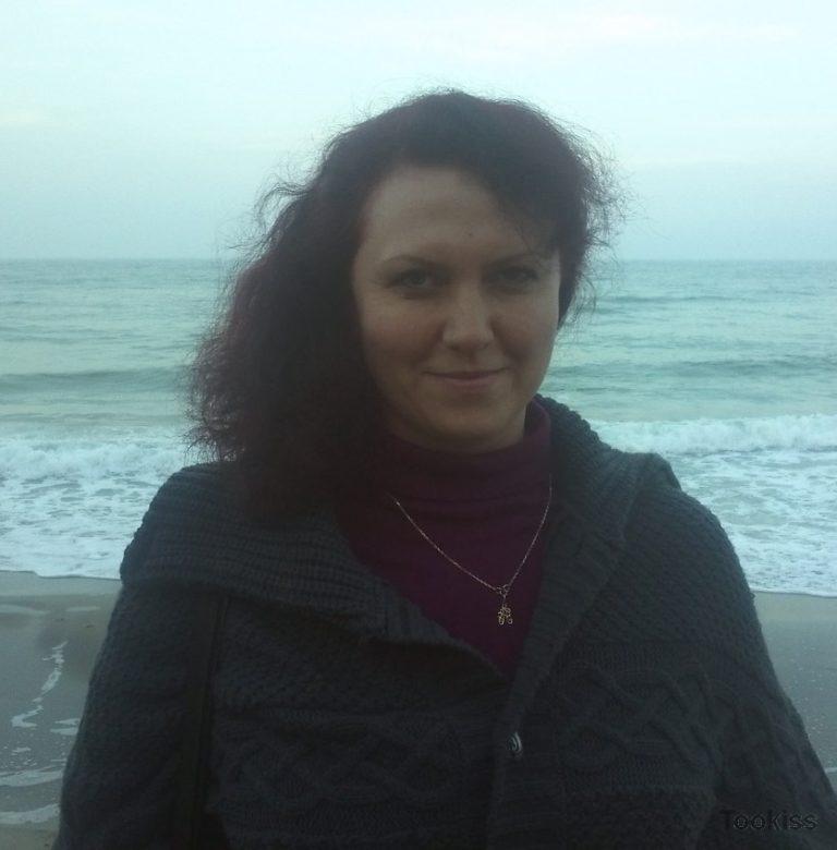 Lisa_Sofie – Asiatische Masseuse beugt sich für Kunden BBC