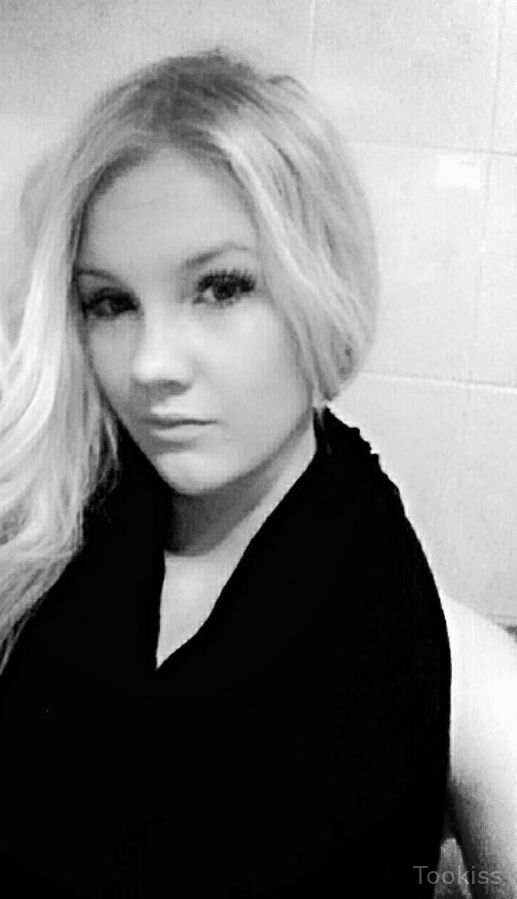 Andrinna – Teen russische hd blonde Haushaltspfeife