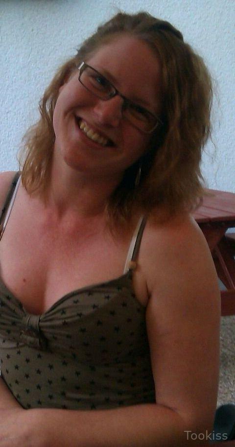 Lilkkkkaa – Brunette Kitty masturbiert vor der Webcam