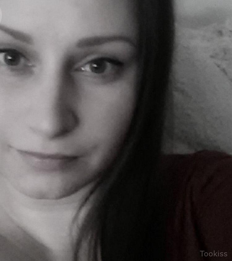 Ollesia – Jessica Koks zieht ihre Strümpfe aus und fingert