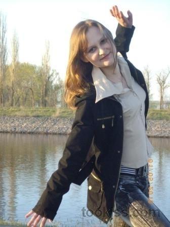caroliin – Herrschaft Hilflose Teenagerin Lily Dixon ist verloren und
