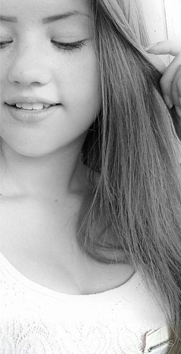 Emili2 – Papa unterrichtet Patron Chums Tochter Analsex Spielen