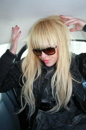 A_Aisha – Blonde Teen im Hotelzimmer gefickt und nimmt großen Schwanz