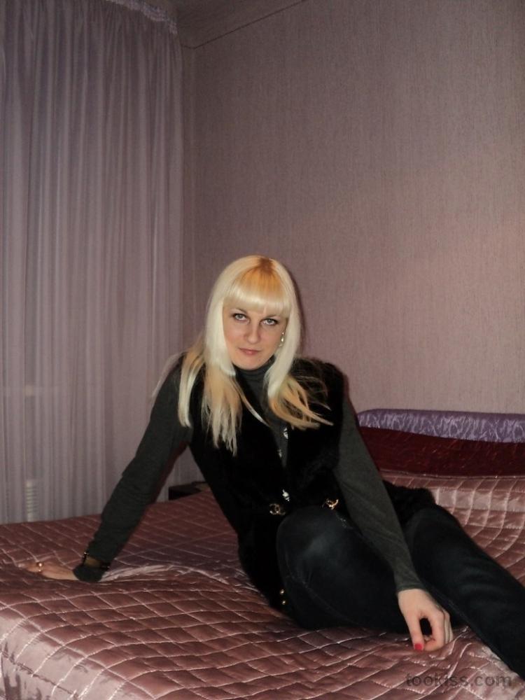 Amina_hot – Nettes geiles Teen saugt und schluckt meinen Schwanz