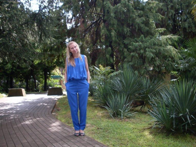 DORAdina – Heiße und geile Mama beschließt, sich auszuziehen