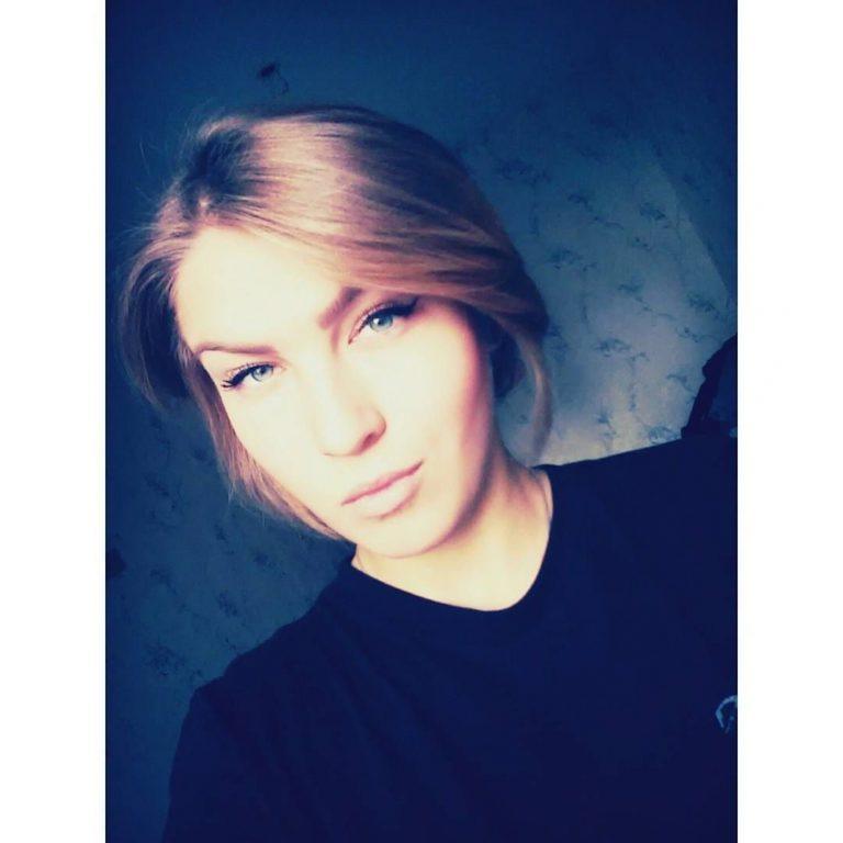 Lotta_beauty – Blondes Schulmädchen wird squirty